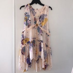 Beautiful flowy floral dress